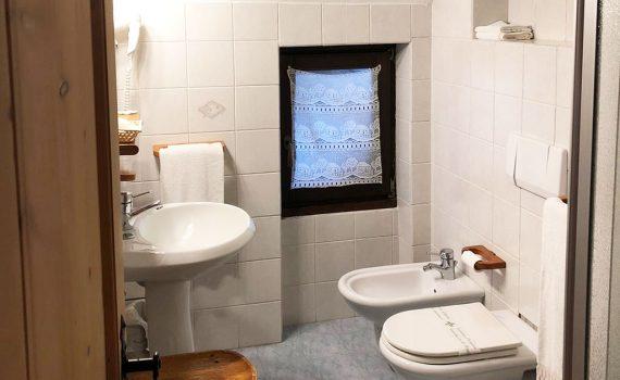 hotel-gran-baita-bagno-standar-room