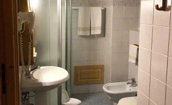 hotel-gran-baita-family-room-bagno