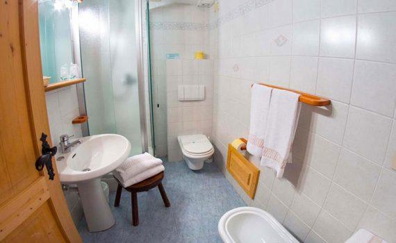hotel-gran-baita-superior-room-bagno