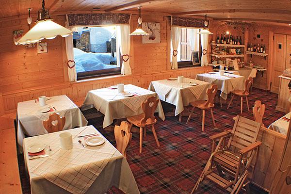 1_Hotel-Gran-Baita-Ristorante-Gressoney-Breakfast-Room-Colazione-Sala