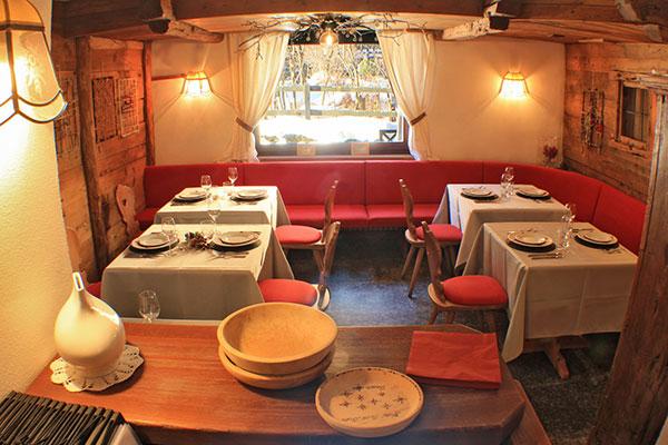 2_Hotel-Gran-Baita--Ristorante-Gressoney-Restaurant-Saletta-vista