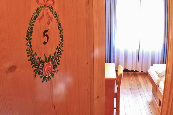 3_Hotel-Gran-Baita-Gressoney-Hotel-Camere-Balcone-porta
