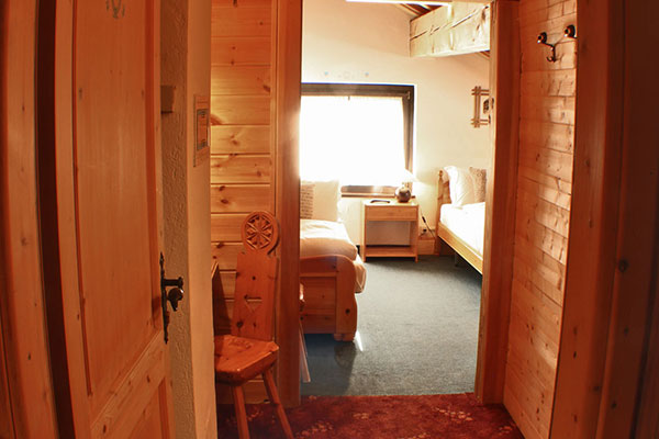 3_Hotel-Gran-Baita-Gressoney-Hotel-Camere-Family-entrance