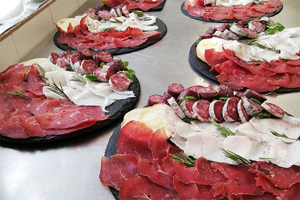 3_Hotel-Gran-Baita--Ristorante-Gressoney-Restaurant-Bar-Piatto-Tagliere