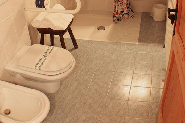 4_Hotel-Gran-Baita-Gressoney-Hotel-Camere-Superior-bathroom-toilette-pano